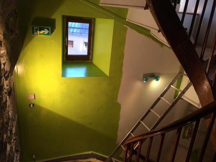 L'entrée du Gite en vert et bois re...