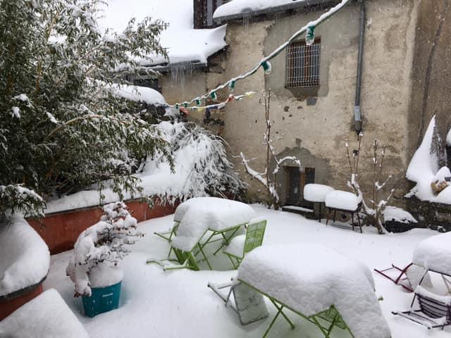 De la neige encore et encore, de bo...